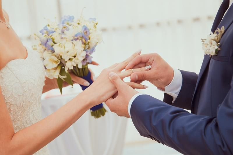 Couple Gets Married At Ruoff Music Center During Concert [VIDEO]