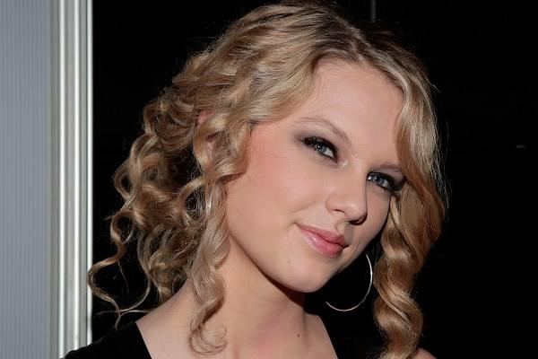 Baby Taylor Swift Is Adorable In New Christmas Music Video [WATCH]