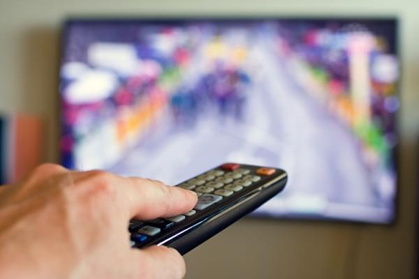 remote pointed at tv