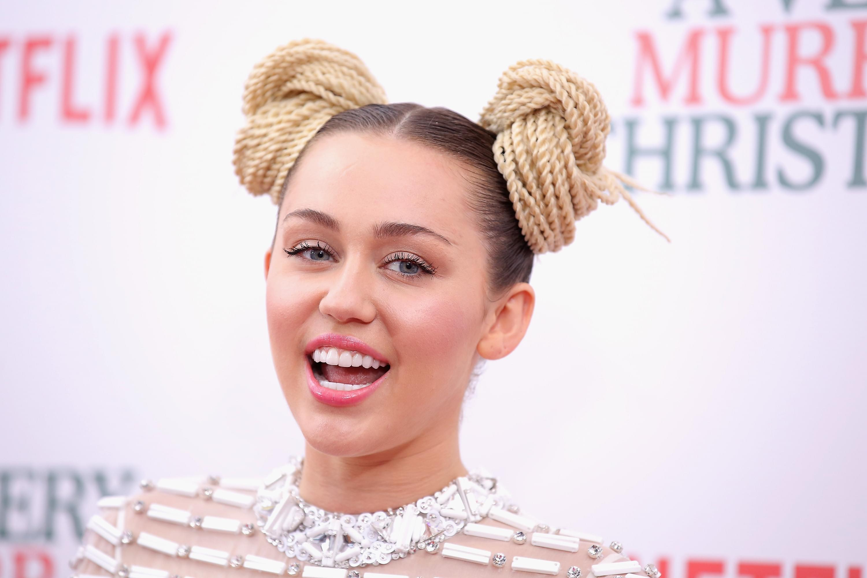 Miley Cyrus Rescued A New Dog And She's The Cutest Thing [PHOTOS]