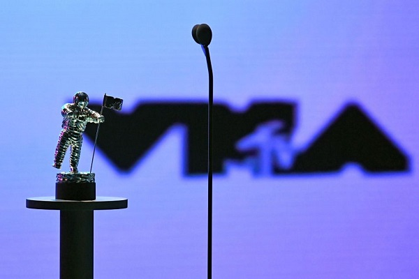 This Nearly-Nude Celebrity Stole The Show At The 2021 VMAs