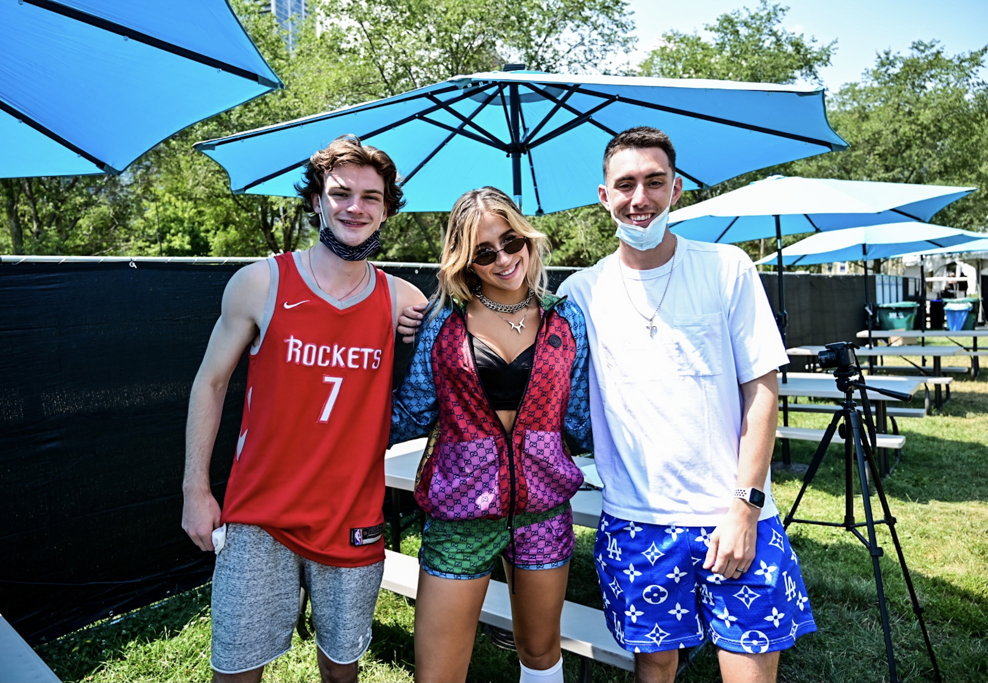 Tommy And Jackson Catch Up With Tate McRae At Lolla [WATCH]