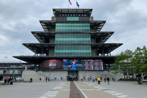 Helio Castroneves Wins The Indy 500