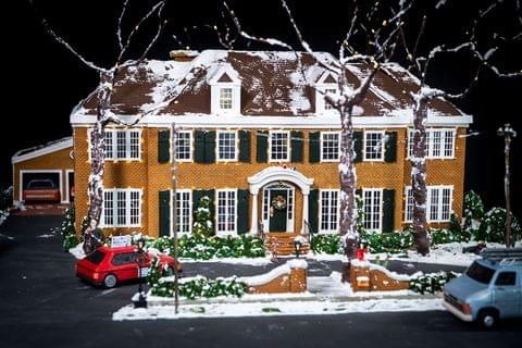 Artist Makes Home Alone Gingerbread House!