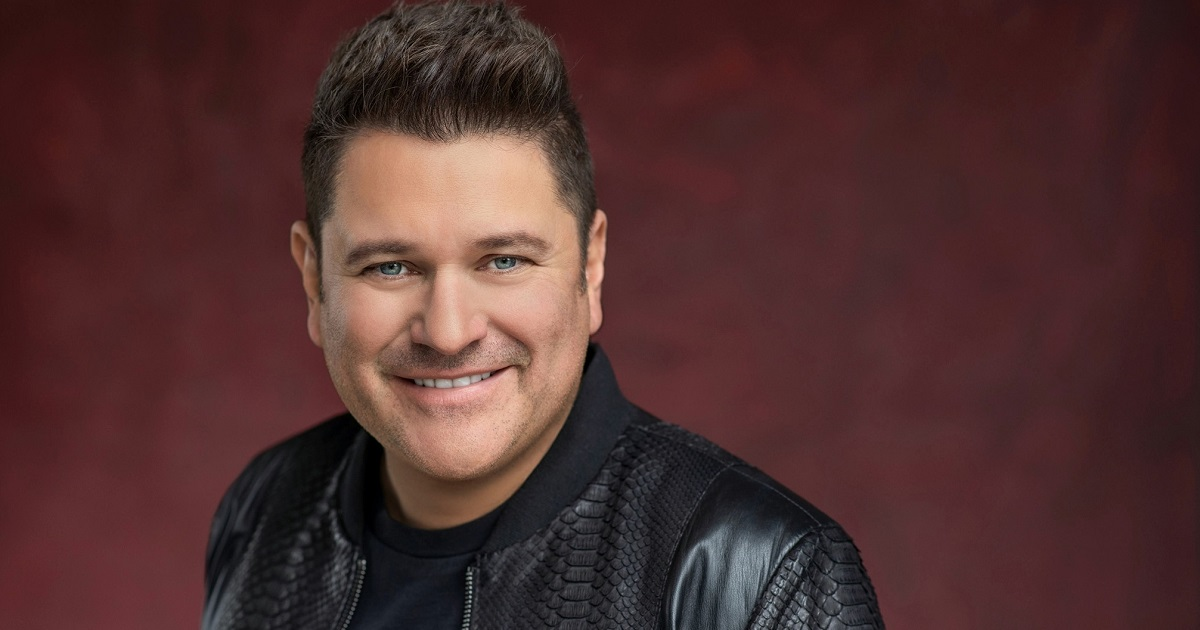 Jay DeMarcus Shares a Special Moment on Stage With His Son