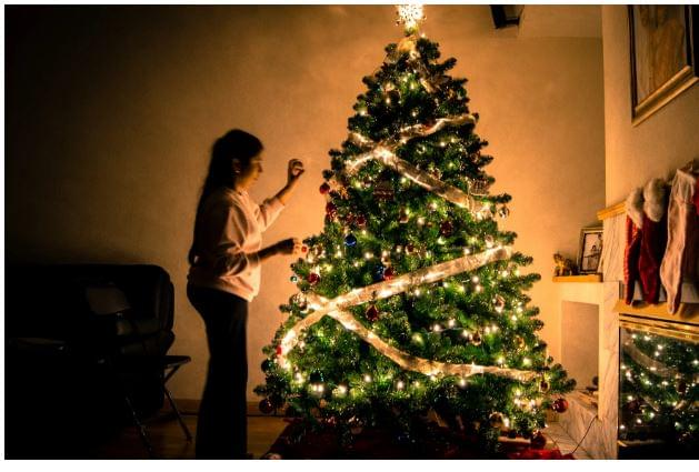 Early Christmas Decorators Are Happier Than People Who Wait