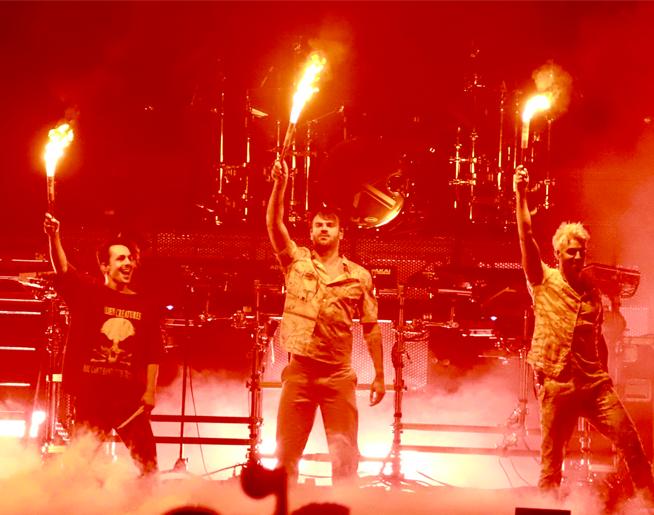 Chainsmokers + 5SOS Concert Pics