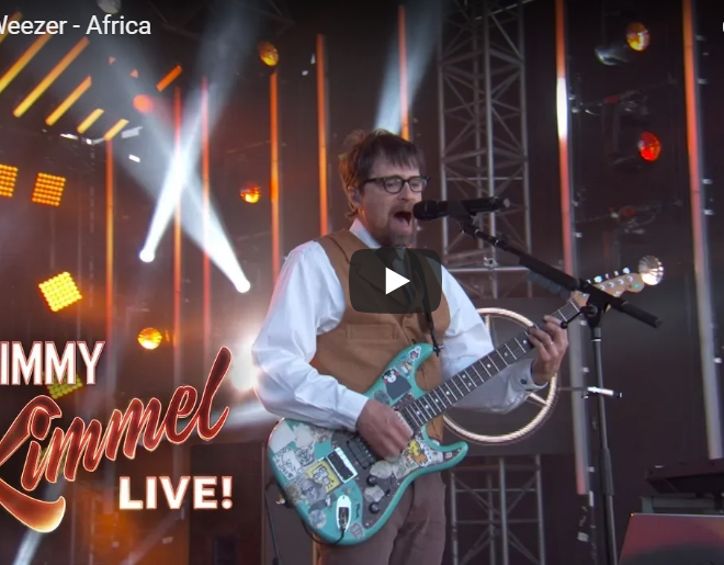 "VIDEO: WEEZER Performs ""Africa"" With TOTO'S Steve Porcaro On Jimmy Kimmel"