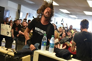 "Foo Fighters Cover Bryan Adams – ""Summer of 69"""