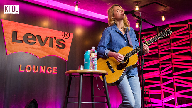 "KFOG Private Concert: Lissie -""Don't You Give Up On Me"""