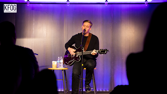 "KFOG Private Concert: George Ezra – ""Hold My Girl"""