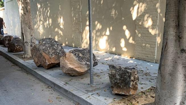 Armstrong & Getty: The Sidewalk Boulders of Clinton Park–A Step Tufa?
