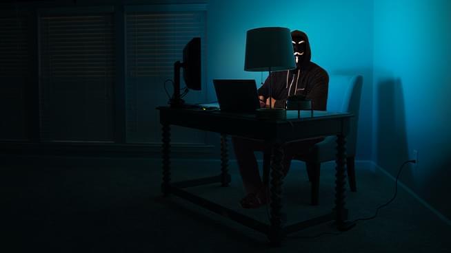 Online Extremists & Techno-Utopians with Andrew Marantz