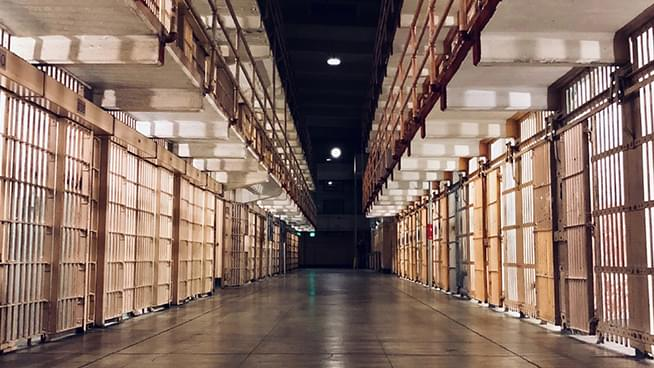 8,000 California Prisoners to Be Released Early as Newsom Responds to Prison COVID Outbreak
