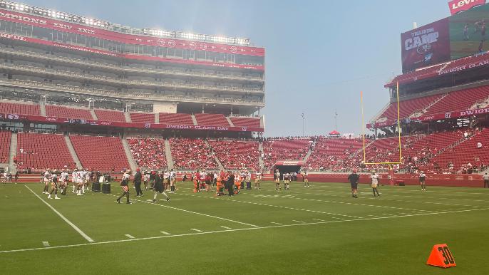 49ers Practice Report: Fans return, ratchet up energy level
