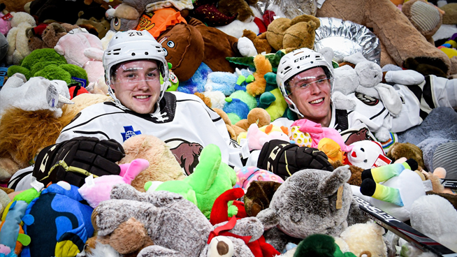 The Hershey Bears' hockey team breaks world record in 'Teddy Bear Toss'
