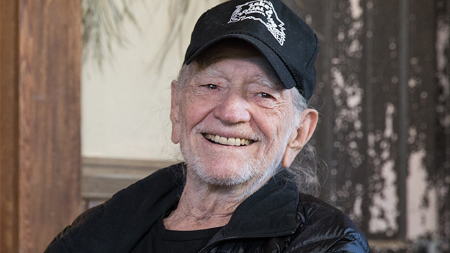 Willie Nelson quits smoking weed