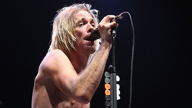 Taylor Hawkins & The Coattail Riders perform two songs on Jimmy Kimmel Live