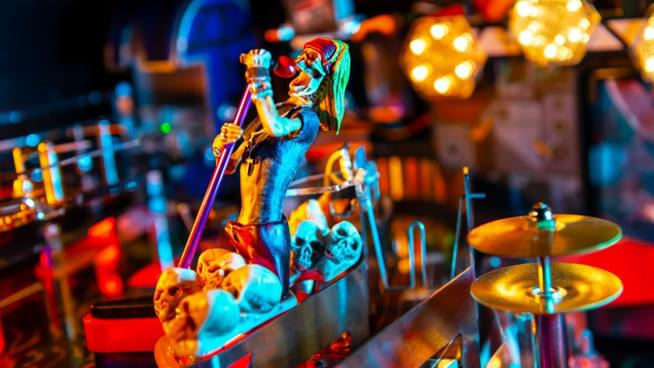 """Guns N' Roses release """"Not In This Lifetime"""" pinball machine"""