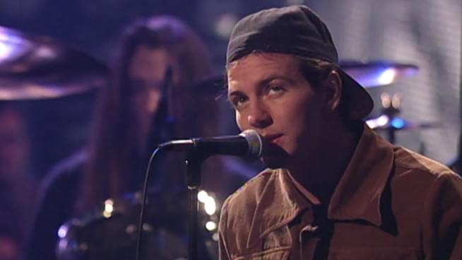 Throwback Pearl Jam: Band Releases Full MTV Unplugged Performance