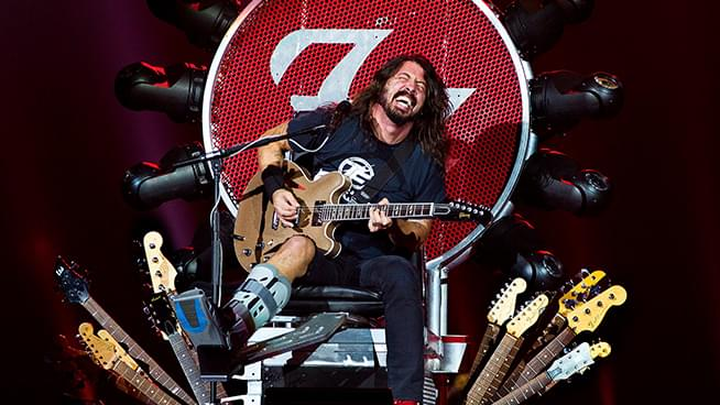 Axl Rose's Gift to Dave Grohl After Borrowing His Throne