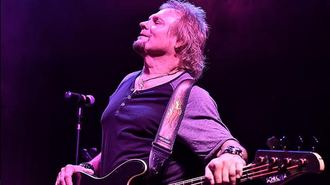 Michael Anthony Says It Bothers Him That He Couldn't Reconcile With Eddie Van Halen Before His Death