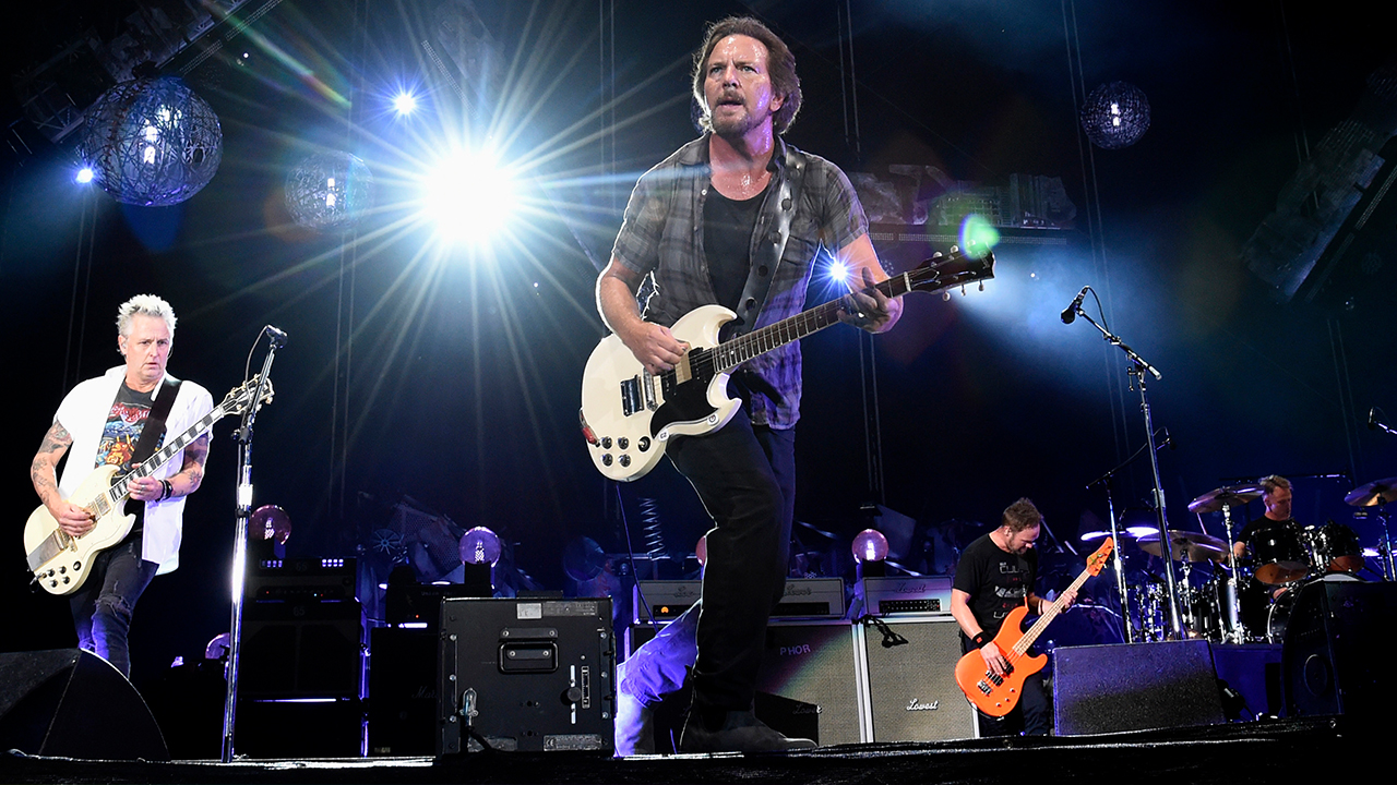 Pearl Jam releases over 5,000 live concert recordings