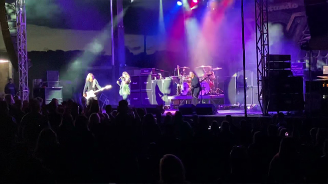 'I'm Sorry Guys,' Vince Neil's Voice Goes Out In First Show back