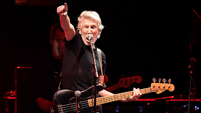 Roger Waters Turns Down ' A huge, huge amount of money' from Facebook