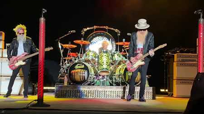 ZZ Top pay Dusty Hill tribute in first performance since his passing