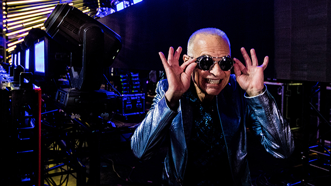 David Lee Roth Sends 18 Middle Fingers to Gene Simmons