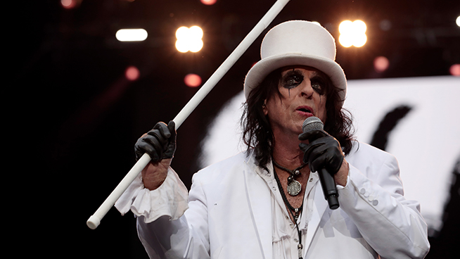 Alice Cooper Is About to Do Something He Hasn't Done in 20 Years