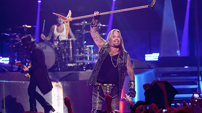 Vince Neil Using 'Electromagnetic' Treatment To Slim Down