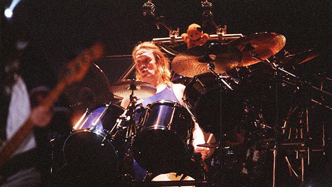 "Iron Maiden's Nicko McBrain Calls Ringo Starr His ""Rock God"""