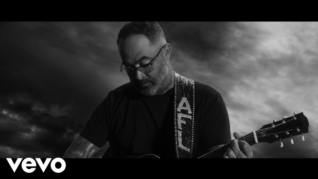 """Staind's Aaron Lewis Releases Video For """"Am I The Only One"""""""