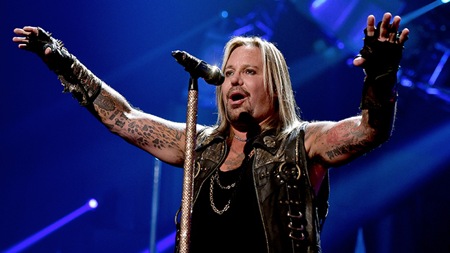 Mötley Crüe Give Update On Vince Neil After Fall From Stage