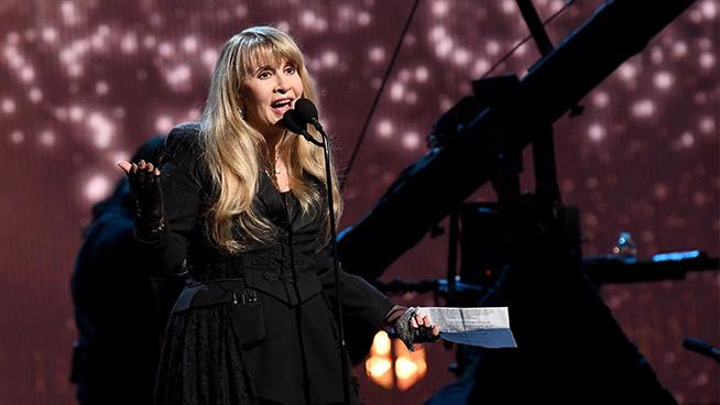 Stevie Nicks Has an 8 AM Bedtime