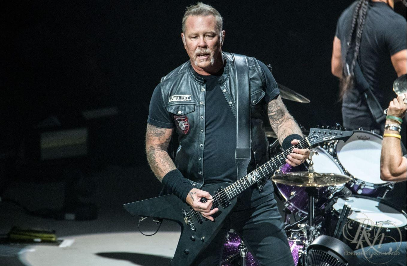 """Hetfield Shares Acoustic Cover of Seger's """"Turn the Page"""""""