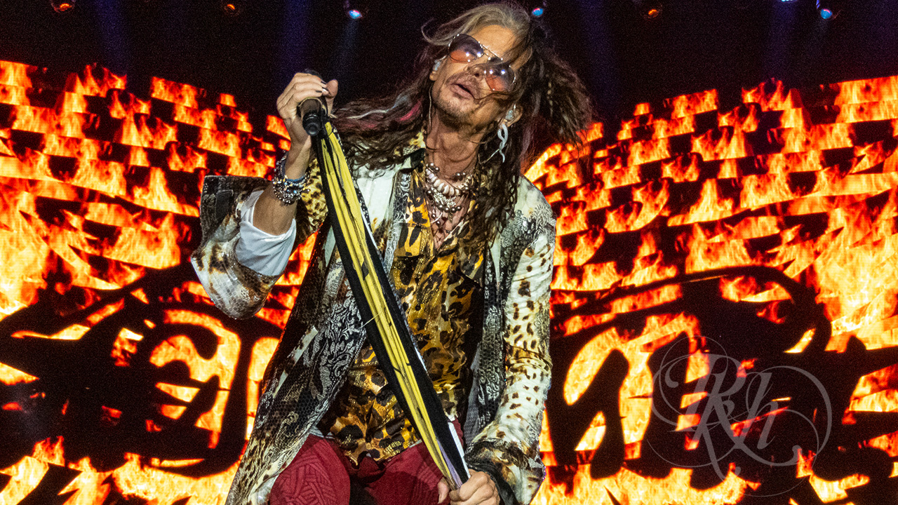 Steven Tyler & Billy F. Gibbons Cover Fleetwood Mac