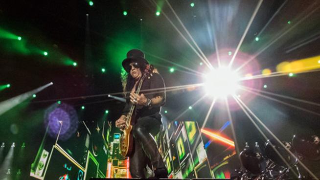 PHOTOS: Guns N' Roses at US Bank Stadium (July 30, 2017)