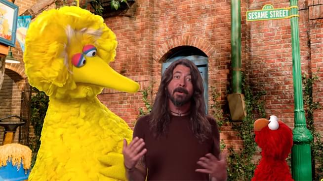 "Dave Grohl Performs ""Here We Go Song"" on Sesame Street"