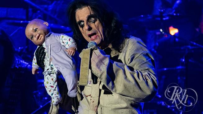 PHOTOS: Alice Cooper at Mystic Lake (November 29, 2019)
