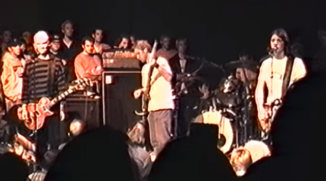 25 Years Later: Footage of Foo Fighters 4th Concert Surfaces