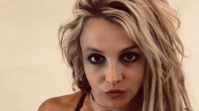 Britney Spears Keepin it Hot During #StayHome Movement