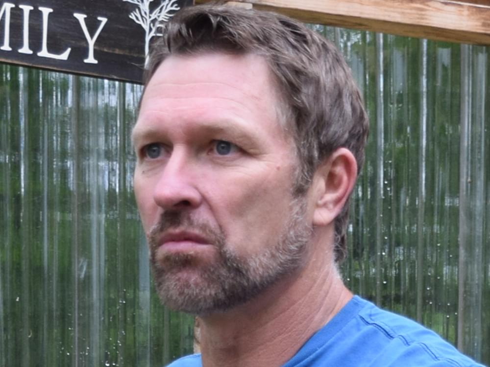 """Craig Morgan Delivers Impassioned Performance of """"The Father, My Son & the Holy Ghost"""" in New Video [Watch]"""