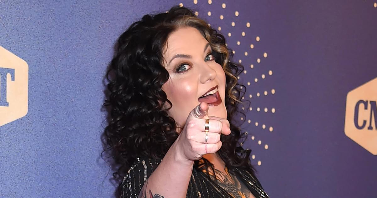 """Ashley McBryde Has Been Writing Songs Since She Was 12: """"My Mom Watched a Lot of Soap Operas, I Knew Drama"""""""