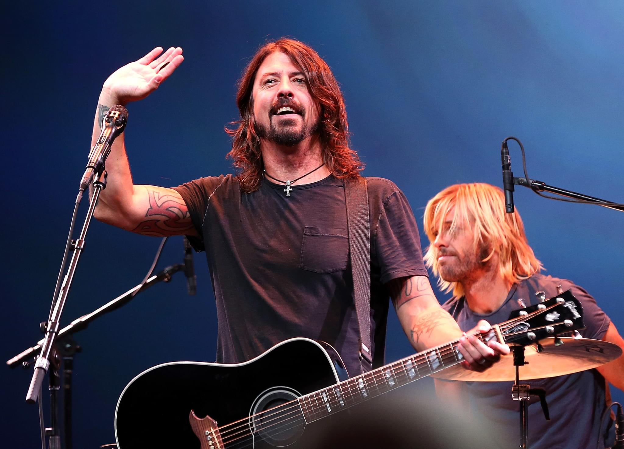 """OFFICIAL TRAILER: Dave Grohl Hits The Road In New """"What Drives Us"""" Documentary"""