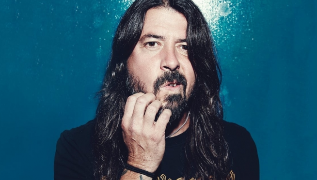 "Dave Grohl performs ""My Hero"" from his home studio"