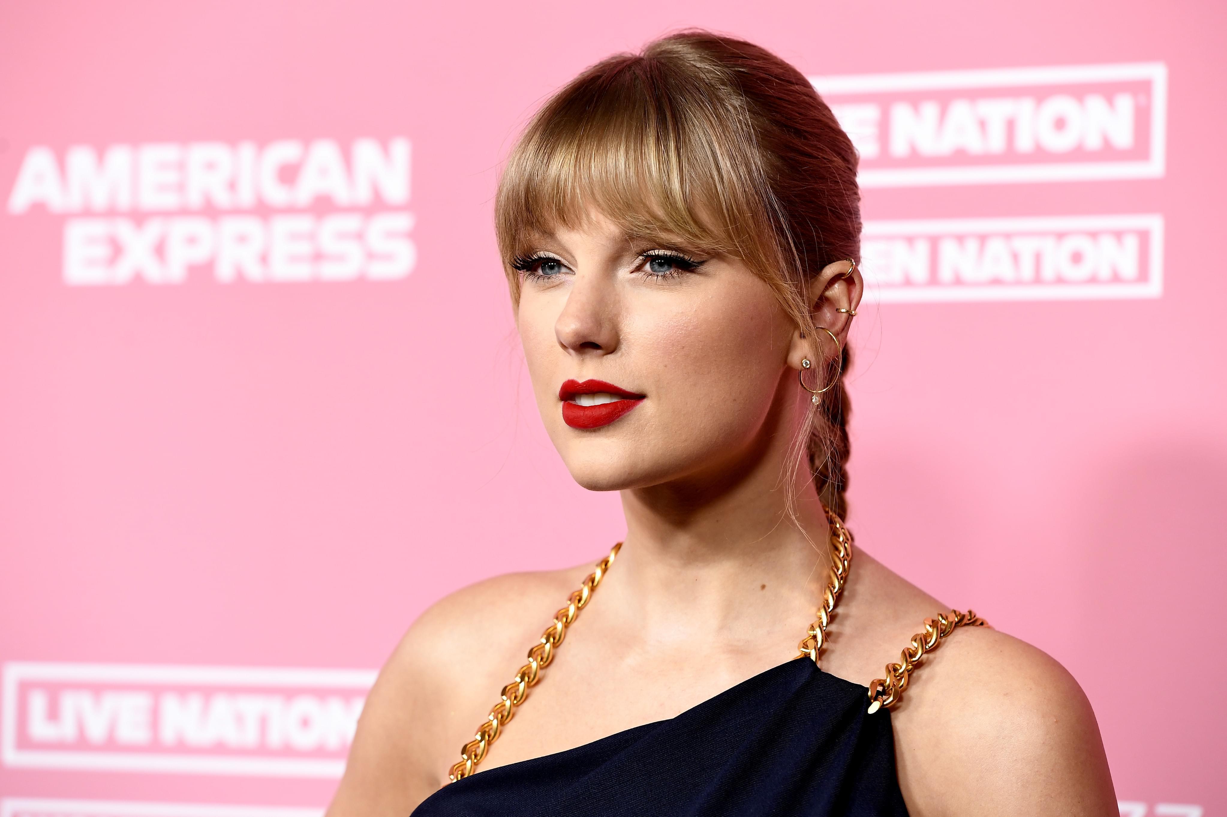 "Taylor Swift – ""The Man"" Music Video"