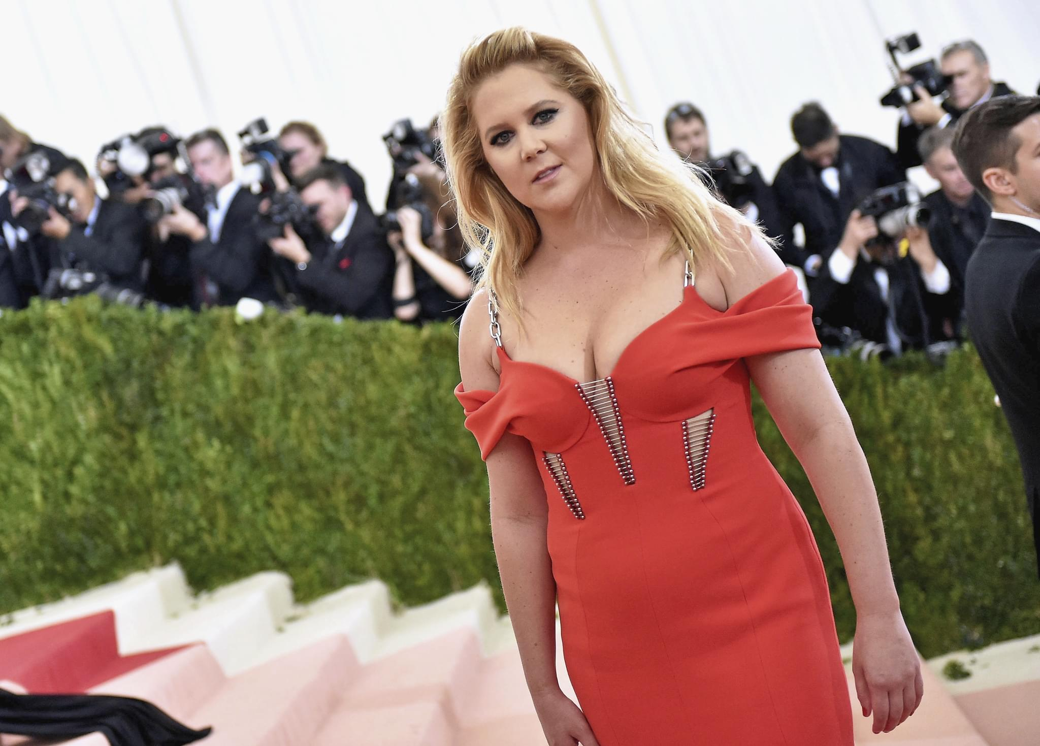 AMY SCHUMER's Tip for the Beach if You Don't Have The Body You Want…